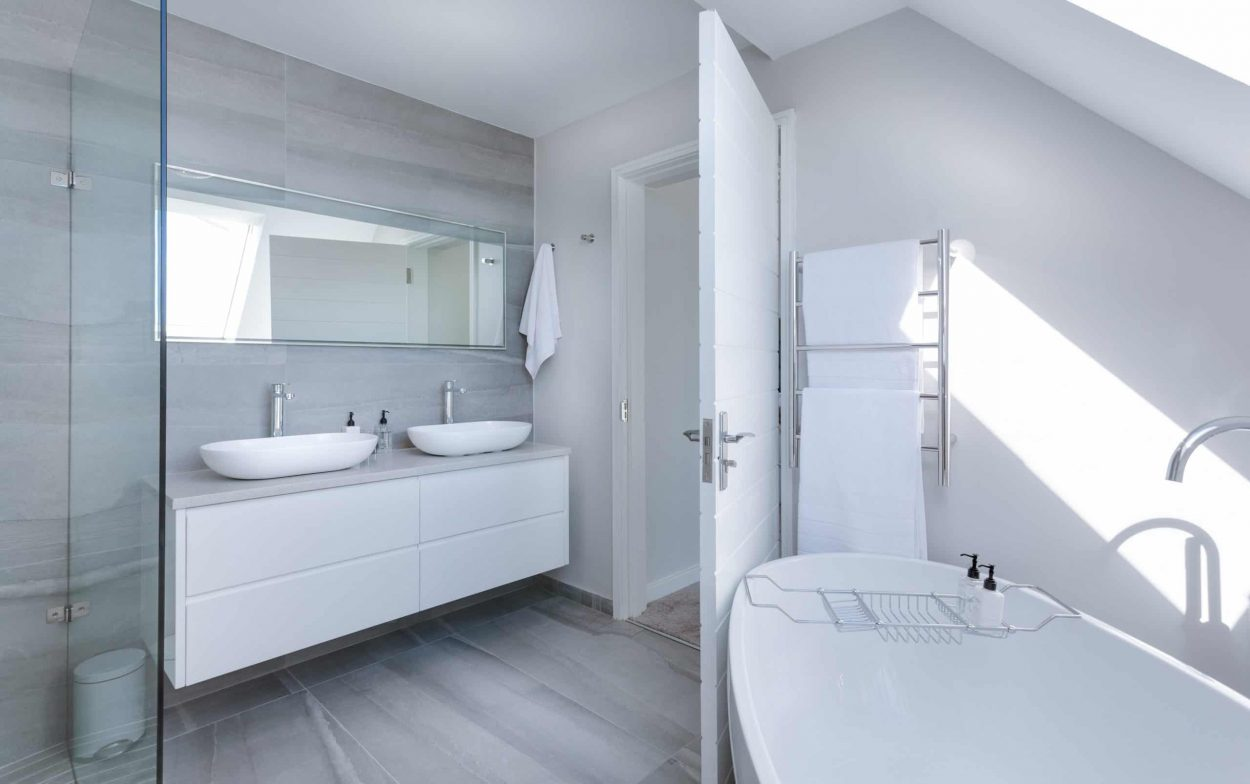 white-bathroom-interior-1454804-scaled-e1584383079131